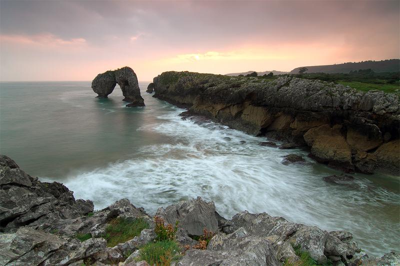 Playa-de-la-Huelga-y-el-castro-de-las-Gaviotas-1